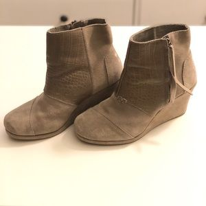 Toms desert wedge ankle boot size 7